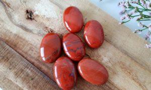 rode jaspis kleine handsteen