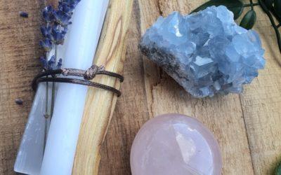 Creëer een magische sfeer in je woonkamer met edelstenen